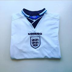 The iconic England shirt of the 90s. When football came home - England home shirt 1995/97 - link in bio 👌 #England #Englandshirt #englandteam #englandnationalteam #euro96 #euros #umbro #football #footballshirt #retro #retroshirt #retrofootball #retrofootballshirt #classickit #classicfootball #vintage #vintageumbro #vintagefootball #vintagefootballshirt #umbro #soccer #soccerjersey #90s #90svintage #90sfootball