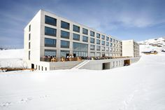Die frutt Terrasse im Winter. Das Hotel, Hotel Spa, Switzerland, Multi Story Building, Louvre, Mansions, House Styles, Places, Outdoor