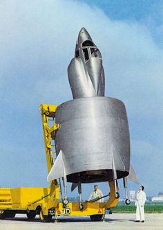 Coleoptere C-450 da Snecma Aeronave experimental francesa com asa anelar, propulsão de turborreator e que podia decolar e pousar na vertical. Data de 1958.  Original: http://aeromagazine.uol.com.br/artigo/avioes-mais-estranhos-da-historia_2815.html#ixzz4g8KqGTNc Follow us: aeromagazine on Facebook