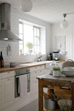 cuisine rustique avec surface de travail en marbre