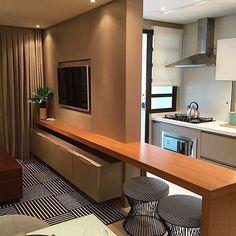 Que tal uma cozinha integrada aproveitando super bem o espaço? Por Luisa Grillo  Inspiração belíssima do @bloghomeidea #design #decor #cozinhadesigndecor #saladesigndecor #olioliteam