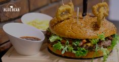 Amerika to nie je… Hamburger, Menu, Chicken, Ethnic Recipes, Blue, Food, Menu Board Design, Meal, Eten