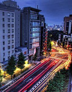 Blue hour . Tokyo