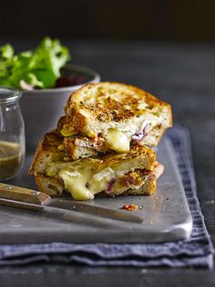 A super-easy posh toasted cheese sandwich with added bacon, caramelised onion marmalade and figs. This makes a great supper for two with the winter leaves salad and can be put together with all those scraps of cheese leftover from Christmas. Fig Recipes, Cheese Recipes, Cafe Recipes, Olive Recipes, Toast Sandwich, Sandwich Melts, Sandwich Toaster, Sandwich Recipes, Sandwich Fillings