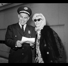 Marilyn Monroe in 1962 at LAX - Framework - Photos and Video - Visual Storytelling from the Los Angeles Times Marilyn Monroe 1962, Actor Studio, Norma Jeane, Great Women, Life Moments, Young And Beautiful, Female Art, American Actress, Candid