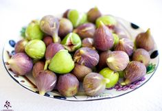How about some late summer figs? By Rodrigue Zahr Late Summer, Figs, Lebanon, Middle East, Paris, Fruit, Vegetables, Desserts, Travel