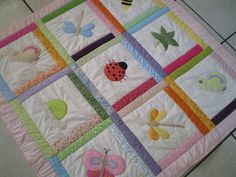 Mantas patchwork infantiles - Imagui Colchas Quilt, Scrappy Quilts, Baby Quilts, Quilting, Fabric Panel Quilts, Fabric Panels, Kids And Parenting, Quilt Patterns, Duvet Covers