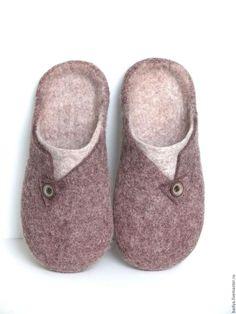 Обувь ручной работы. Заказать Тапочки валяные мужские. Яна Войлок. Ярмарка Мастеров. Меланж, мужские тапочки, шерсть Wool Shoes, Felt Shoes, Baby Shoes, Felted Slippers Pattern, Felt Slippers, Minimalist Shoes, Shoe Pattern, Slipper Boots, How To Make Shoes