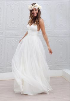 Beach Wedding Dress, Simple Wedding Dress, Cheap Wedding Dress, White Tulle Wedding Dress, A-line Wedding dresses, Sexy V neck Wedding DressWant a glamorous red carpet look for a fraction of the price..