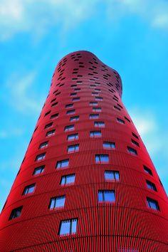 Vencedor do Pritzker 2013, considerado o Nobel da arquitetura, Toyo Ito é o sexto japonês a conquistar o prêmio. Conhecido por sua arquitetura conceitual, Ito tem é um dos arquitetos mais inovadores e influentes do mundo por integrar o físico e o virtual em suas obras.