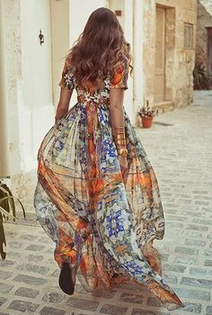 Boho Street Style Inspiration: Glamorous Bohemian Printed Silk Maxi Dress Look Look Boho, Bohemian Style, Gypsy Style, Boho Gypsy, Mode Hippie, Estilo Hippy, Look Fashion, Womens Fashion, Dress Fashion