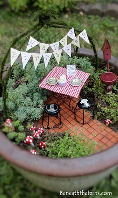 Fairy Gardens And Miniature Gardens Make The Space Fabulous #miniaturefairygardens