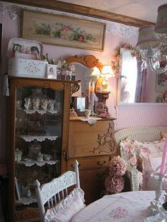 Shabby Cats and Roses: Welcome to my First Pink Saturday Shabby Chic Antiques, Shabby Chic Cottage, Vintage Shabby Chic, Shabby Chic Homes, Shabby Chic Decor, Cottage Style, Rose Cottage, Cottage Design, Vintage Decor