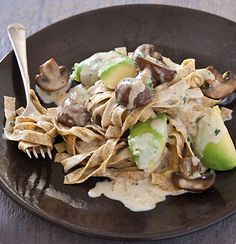 Fresh wholewheat pasta tossed with panfried mushroom, ripe avo and cream Pasta Recipes, Real Food Recipes, Healthy Recipes, Real Foods, Pizza E Pasta, Vegetarian Options, Stuffed Mushrooms, Fried Mushrooms, Healthy Eating