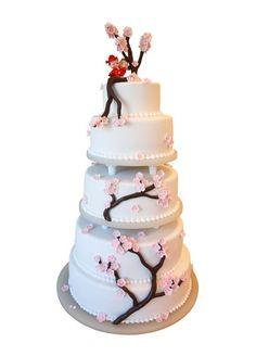 3722c50cfcce Asiatisk inspireret bryllupskage med kirsebærtræ