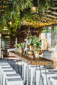 Rustic boho green and white cocktail wedding reception | Curly Tree Photography