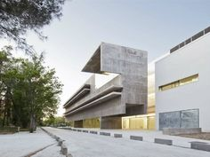 Faculty of Cellular and Genetic Biology / Héctor Fernández Elorza