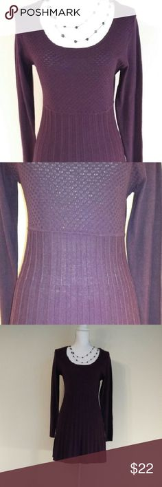 "Daisy Fuentes long purple sweater. Daisy Fuentes long purple sweater. It is fitted and the bottom is pleated. 31"" long, 24"" sleeves, 17"" bust, 23"" hips. It is lightweight. 60% algodon 40% polyester. Daisy Fuentes Sweaters Crew & Scoop Necks"