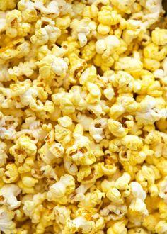 Homemade Movie Popcorn (Stay-crisp Butter Popcorn) Close up of yellow, buttery, Homemade Movie Popcorn Best Popcorn, Popcorn Snacks, Pop Popcorn, Air Popped Popcorn, Butter Popcorn, Stove Top Popcorn, Popcorn Stovetop, Popcorn Oil, Salty Snacks