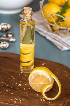 Spiritus, Limoncello, Lemon Lime, Christmas Goodies, Bottle Design, Christmas Inspiration, Flute, Herbalism, Beverages
