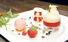 We share three recipes for strawberry mini-desserts that you enjoy while Wimbledon is on Trio Of Desserts, Types Of Desserts, Mini Desserts, Plated Desserts, Chocolate Desserts, Jam Recipes, Pizza Recipes, Dessert Recipes, Strawberry Sorbet