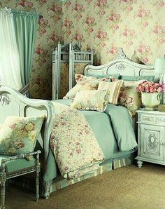 Romantic shabby bedroom!