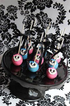 monster high cake pops Monster High Cakes, Monster High Birthday, Monster High Party, Cake Pops, Graduation Party Foods, Edible Creations, Girl Birthday Themes, Little Cakes, Cute Food