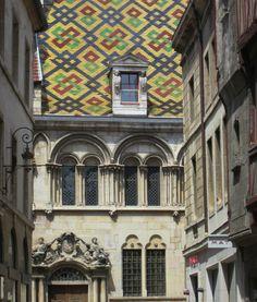 Dijon, toit aux tuiles polychromes vernissées