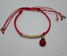 Pulsera Mariquita Materiales: Dije y accesorios en oro goldfield, murano, hilo Valor: $8.000