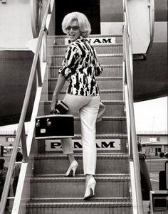 Subiendo al avión para regresar a Los Ángeles, las últimas sonrisas que dejó en suelo Azteca.
