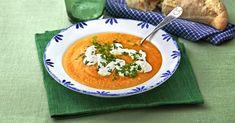 Varm och god morotssoppa som inte bara gör gommen glad. Med sin härligt orangea färg och toppad med vit fetaostkräm är den en fröjd även för ögat.