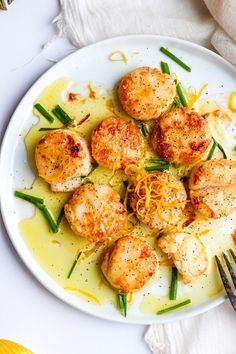 Fresh Lemon Butter Scallops - beautiful scallops cooked in ghee and fresh lemon juice. So delicious and easy to make! Fresh Lemon Butter Scallops - The Wooden Skillet The Mediterranean Dish themeddish Food faves, Seafood Fresh Lemon Shellfish Recipes, Seafood Recipes, Paleo Recipes, Healthy Dinner Recipes, Lemon Recipes, Summer Recipes, Seafood Dishes, Seafood Pasta, Shaved Brussel Sprouts
