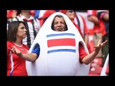 Alegría y color en las tribunas del partido Italia (0) vs Costa Rica (1) del Mundial Brasil 2014