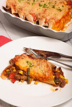 Mexicaanse wraps. Het originele recept gebruikt gehakt, dus vervang bijvoorbeeld door verkruimelde tempeh of vegetarisch gehakt, of zelfs linzen.