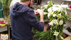 Funeral Flower Arrangements, Funeral Flowers, Floral Arrangements, Simple Pictures, Most Beautiful Pictures, Diy Wreath, Wreaths, Diy Garden, Hello Spring