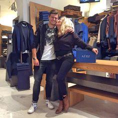 Un bacio anche se la mamma è gelosa😂😂😂 #orgogliodiessereitaliano #italyintheworld #madeinitaly #fashion #styles #stylish  #model #glam #glamour #outfit #ootd #instagood #instafashion #shopping #today #tagsforlikes #todayimwearing #mylook #fashionista #instastyle #fashiongram #beautiful #accessories  #swag #cute #confezionimontibeller #borgovalsugana #trentino #livelovevalsugana http://www.confezionimontibeller.it