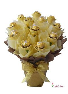 "Sometimes you can say ""thank you"" or ""i love you"" with a bouquet like this one. How about a ferrero rocher candy bouquet instead of flowers? all chocolates Ferrero Rocher Chocolates, Candy Bouquet Diy, Gift Bouquet, Food Bouquet, Chocolate Flowers Bouquet, Chocolate Roses, Candy Arrangements, Instead Of Flowers, Candy Bouquet"