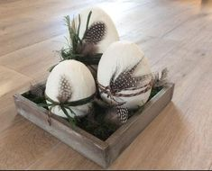 Bastelset Dekoeier So easy. The deco eggs that always succeed Content: Styrofoam egg, full, height 10 cm 1 piece Styrofoam egg, full, height 12 cm 1 piece . Easter Table, Easter Eggs, Easter Gift, Happy Easter, Decor Crafts, Diy And Crafts, Feather Crafts, Spring Home Decor, Craft Kits
