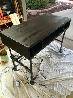 Industrial computer desk in progress  #pipefurniture #industrialfurniture #industrialdecor #industrial #pipe #diyindustrialfurniture #diy #rusticfurniture #interiordesign #steampunk #steampunkfurniture #pipedesk #industrialdesk #diydesk #diypipedesk