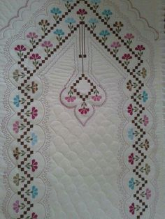 Etamin Seccade Ornekleri Com 16 Pictures Cross Stitching, Cross Stitch Embroidery, Embroidery Patterns, Cross Stitch Patterns, Baby Knitting Patterns, Crochet Patterns, Bordados E Cia, Palestinian Embroidery, Islamic Prayer