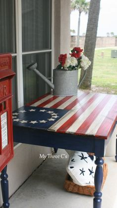 ~Hand Painted Ol' Glory Table~ A beautiful piece to display/use for Memorial Day observation. Furniture Projects, Furniture Makeover, Wood Projects, Fourth Of July Decor, 4th Of July Decorations, July 4th, Outdoor Decorations, Birthday Decorations, Patriotic Crafts