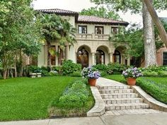 Lovely Mediterranean style home. Love the rounded colonnades and second floor balcony. Also love the parallel lines in this style.