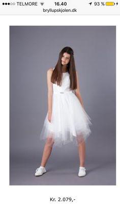 887ba9283f4e Nogen der ved hvor man kan købe den her kjole eller en der ligner  Helst