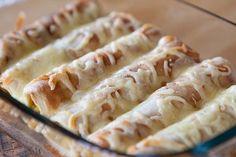 Av tortillabröden jag bakade gjorde jag dessa gratinerade wraps med en fyllning av currykyckling och vi åt dem till lunch för några helger ...