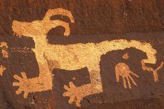 Anasazi petroglyphs at Arizona's Petrified Forest National Park. Ancient Discoveries, Petrified Forest National Park, Ancient Artifacts, Indian Artifacts, Indigenous Art, First Art, Painted Rocks, Painted Desert, Ancient Civilizations