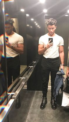 Toni Mahfud - Men's style, accessories, mens fashion trends 2020 Toni Mahfud, Stylish Mens Outfits, Casual Outfits, Men Casual, Boy Fashion, Mens Fashion, Street Fashion, Fashion Styles, Fashion Tips