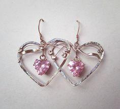 Grote zilveren oorbellen met roze hartjes van Jewellery by Zilvera - silver, stones and fun op DaWanda.com  http://nl.dawanda.com/product/26062165-Romantische-Rosa-Herzchen-Ohrringe-925-Silber