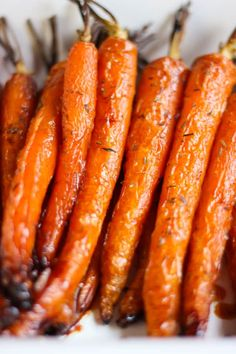 Carottes rôties au miel et au thym – Elle Mijote Quelque Chose Carrots roasted with honey and thyme – it Veggie Recipes, Healthy Dinner Recipes, Snack Recipes, Cooking Recipes, Snacks, Drink Recipes, Roasted Carrots, Healthy Cooking, Cooking Food
