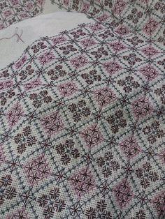 Hand Knitting, Cross Stitch Patterns, Bohemian Rug, Sewing Patterns, Hgtv, Elsa, Handmade, Model, Craft