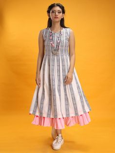 Dresses for Women : Buy Designer & Party Wear Dresses Online Kurta Designs, Simple Kurti Designs, Kurti Designs Party Wear, Blouse Designs, Frock Design, Frock Fashion, Fashion Outfits, Fashion Ideas, Indian Designer Outfits